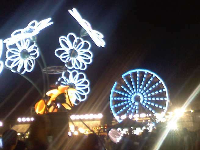 electric daisies, carnival rides, 300,000 people